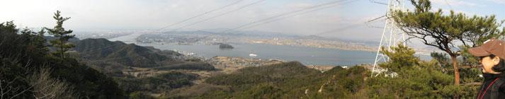 貝殻山から岡山市内を望む